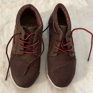 TOMS boys shoes/boots, brown/red, sz Y2